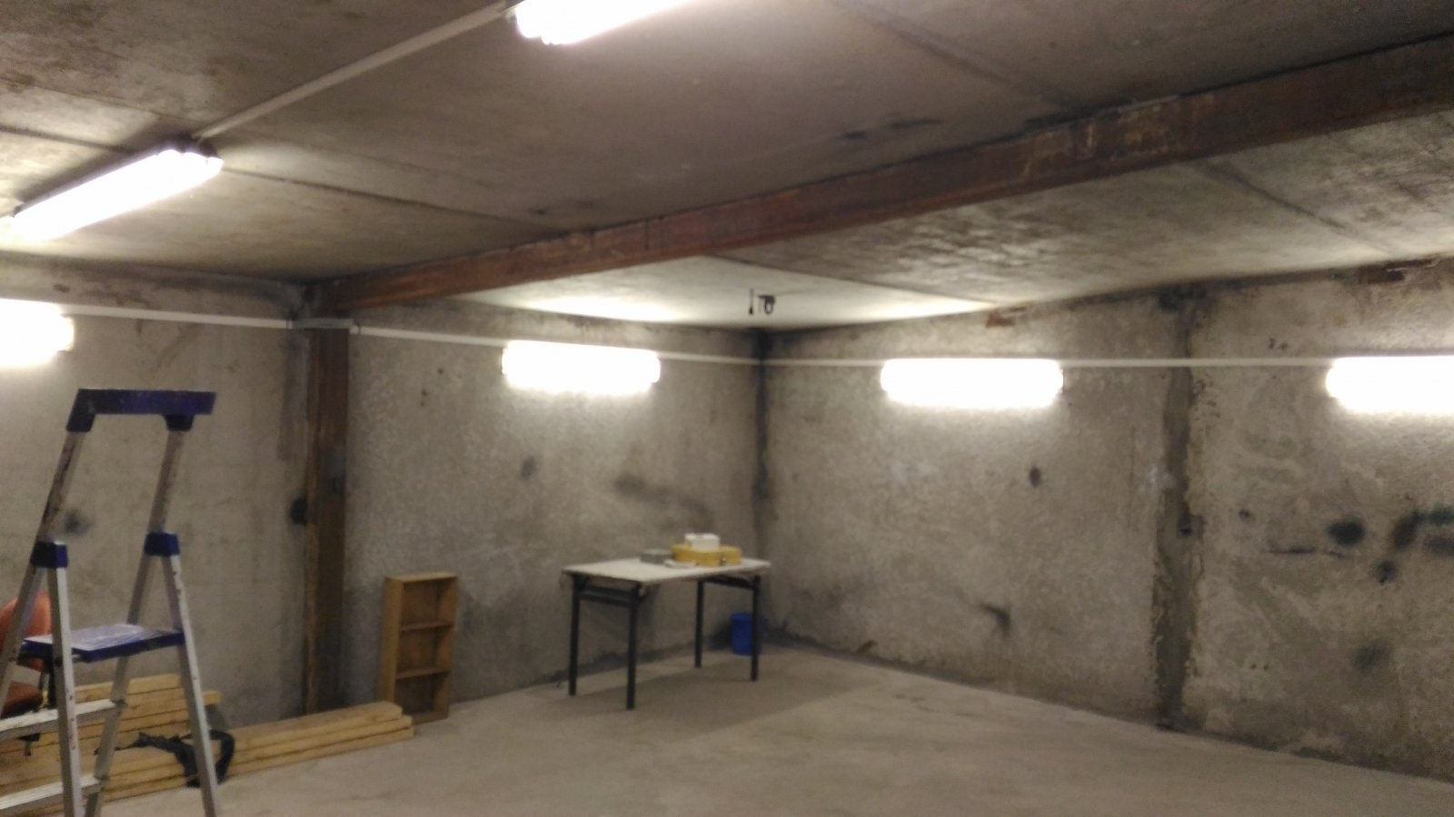 Garage_light_1.jpg