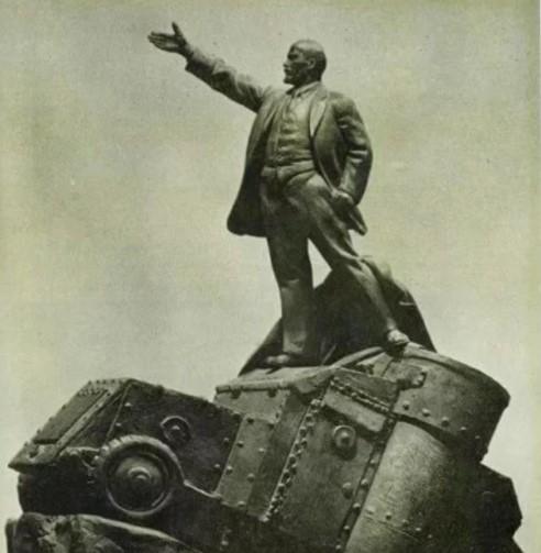Ленин на броневике.jpg
